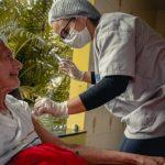 Prefeitura realiza drive-thru de vacinação contra a Influenza para idosos em Anápolis
