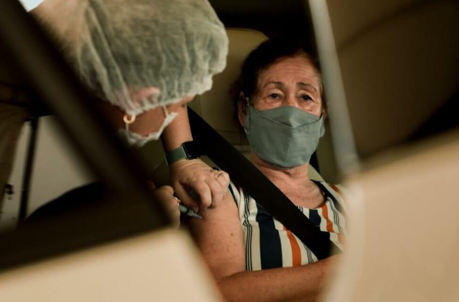 Vacinação em idosos a partir de 63 anos continua nesta segunda-feira (05)